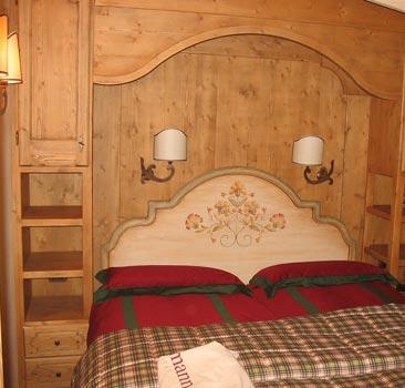 Mobili artigianali per case di montagna e baite for Casa in stile baita